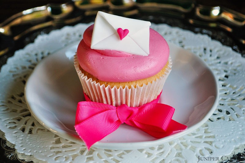Valentine Tutorial Love Letter Cupcakes
