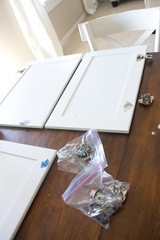 How to Paint your Kitchen Cabinets-06