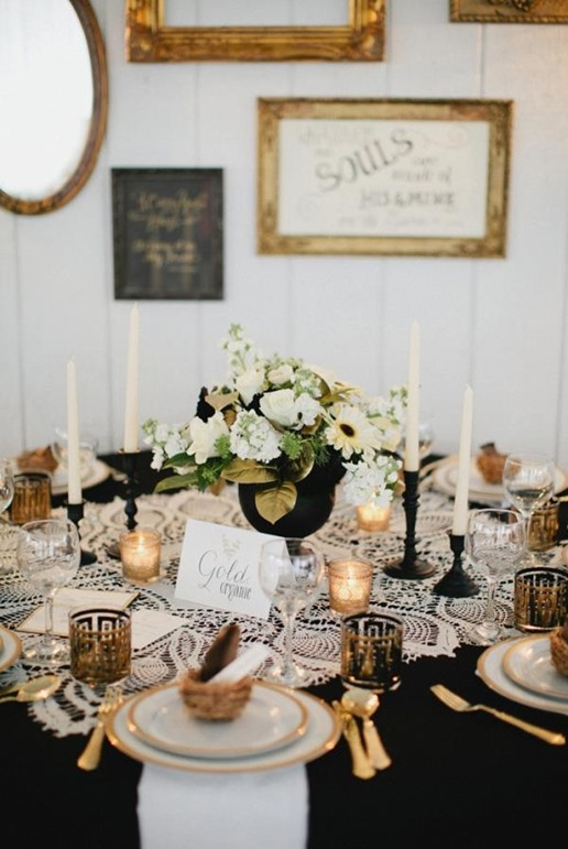 Black-and-Gold-Wedding-Tablescape