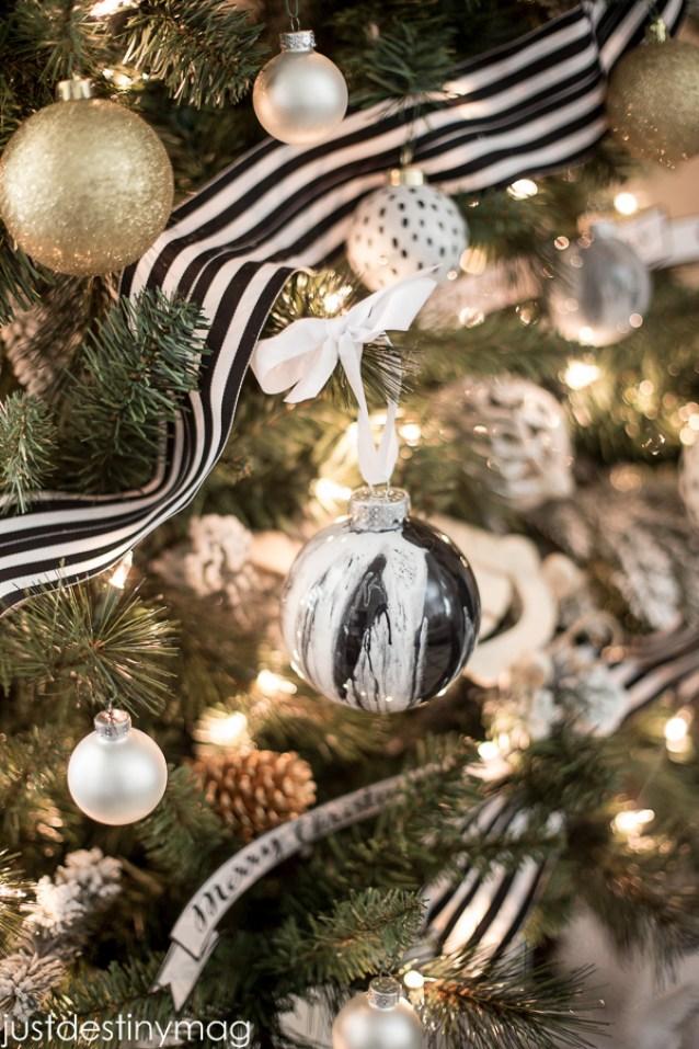 Black and White Christmas_