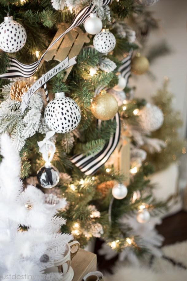 Easy Handmade Black and White Christmas Decor-5