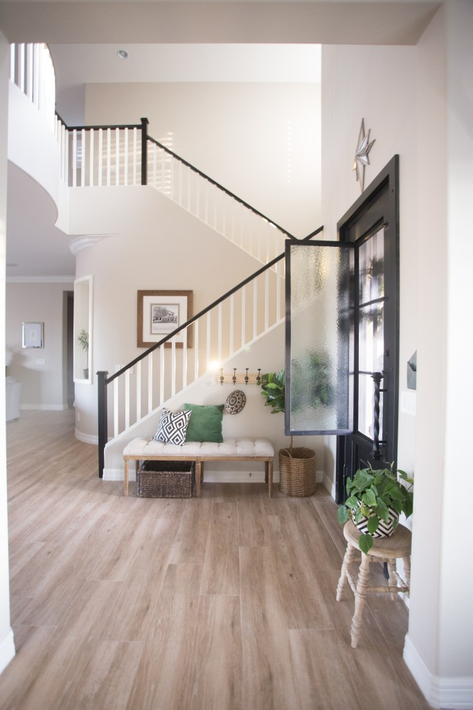 the-best-way-to-paint-your-stairs-black_-21