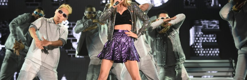 taylor swift perform rock version of i knew you were troube at 1989 tokyo tour