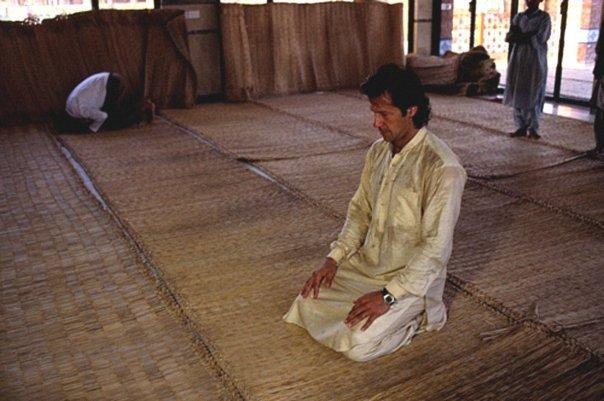 imran khan praying