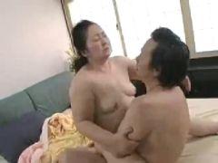 田舎で農家をしてる60代の豊満老婆が数十年振りの性行為で恥ずかしそうに悶える還暦動画画像無料