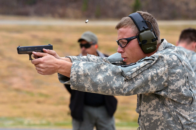 Army_Chief_May_Choose_SOF_Pistol_over_MHS_001