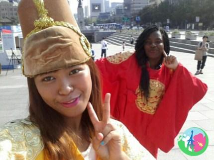Les tenues Chuseok, gouny et son amie