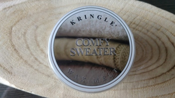 kringle-candle-comfy-sweater