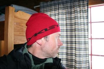 Per Kristian Bø ser håpefullt ut av vinduet.