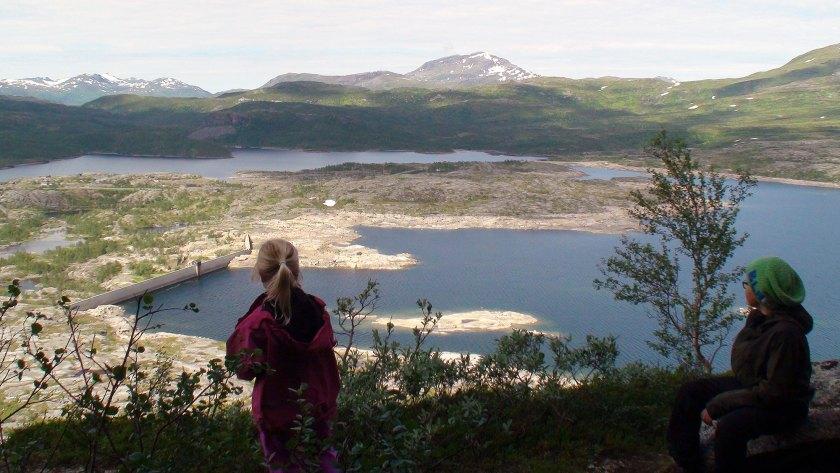 Utsikt over deler av Nygårdsvassdraget med Nedre Jernvatnet fremst og Sirkelvatnet bak.