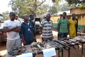 Gueckédou : 4 présumés voleurs dérobent deux (02) fusils PMAK à la prison civile