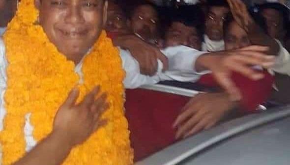 ছবি: কুমিল্লা জেল থেকে জামিন লাভের পর দলীয়  কমী সমর্থকদের সাথে উপজেলা চেয়ারম্যান শাহজাহান শিশির।