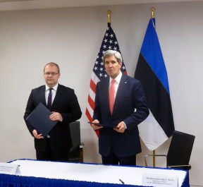 Urmas Paet ja John Kerry  Foto: Välisministeerium