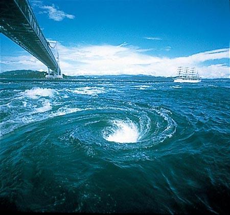 鳴門の渦潮の見ごろは干潮と満潮...