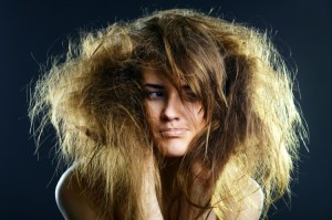 Как лечить, и ухаживать за ломкими волосами?