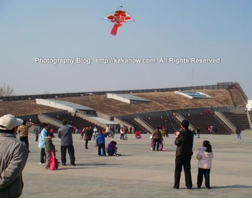 Kite-flying in spring in Beijing China. Photo by KaKa.