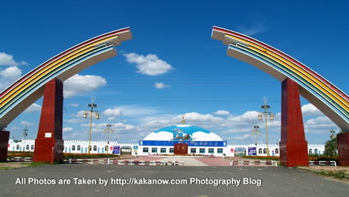 China travel, Inner Mongolia, Horqin, a racetrack. Photo by KaKa.