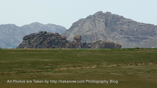 China travel, Inner Mongolia prairie, stone mount. Photo by KaKa.