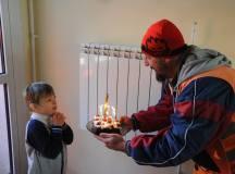 Csodálatos hír Magyarországról – Születésnap kukásokkal