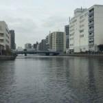 芝浦散歩で穴場発見!運河を見ながら無料のテラスでのんびりできますよ。