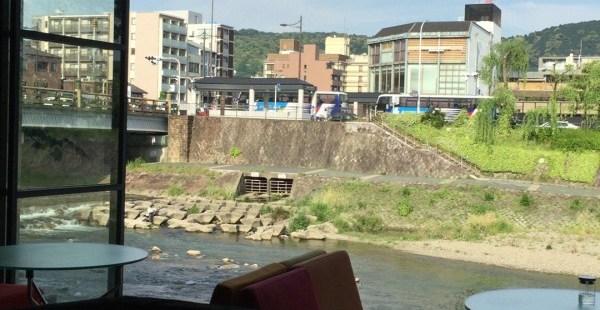 京都 五条 efish 鴨川沿いの額縁のようなおしゃれカフェ