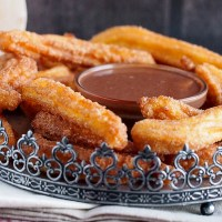 Churros z sosem czekoladowo-kawowym /Churros with chocolate coffee dipping sauce