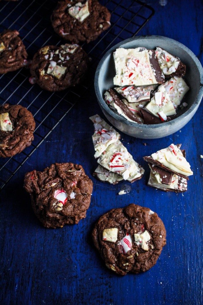 Chocolate Peppermint Bark Chip Cookies {Katie at the Kitchen Door} #christmas #cookies