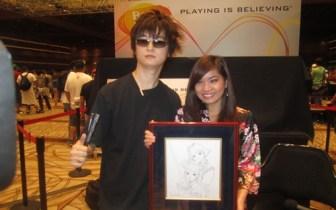 Daishi Odashima and Kayane with the gift