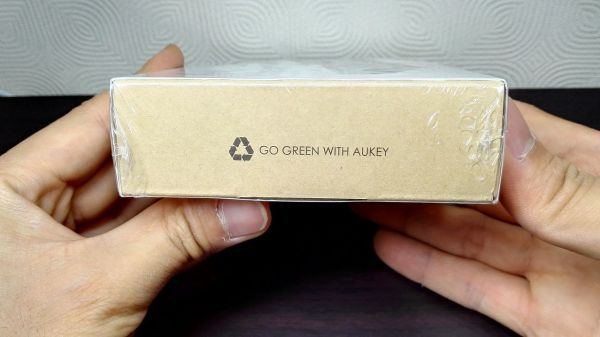 aukey-led-mobile-battery(PB-Y1)003