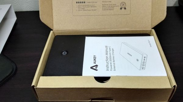 aukey-led-mobile-battery(PB-Y1)010