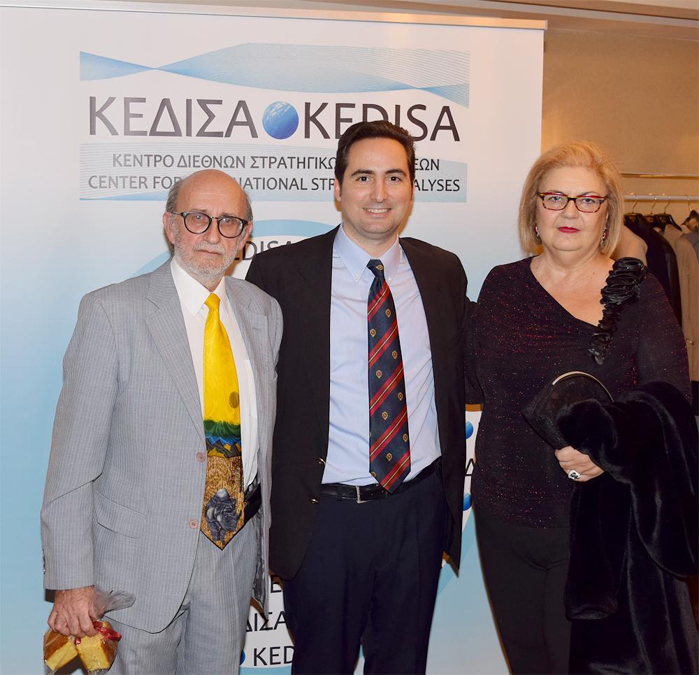 Από αριστερά προς τα δεξιά: Ο Πρόεδρος του Ελληνο-Αιθιοπικού Επιμελητηρίου, κ.Παύλος Παπασίνος, ο Ιδρυτής και Πρόεδρος Δ.Σ. του ΚΕΔΙΣΑ, κ.Ανδρέας Μπανούτσος και η Πρόεδρος του Ελληνο-Κινεζικού Κέντρου Επιχειρηματικότητας, κα.Αφροδίτη Μπλέτα.