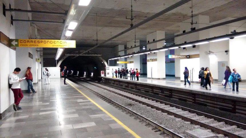 Esperando vagón del Metro en una de las líneas nuevas y modernizadas