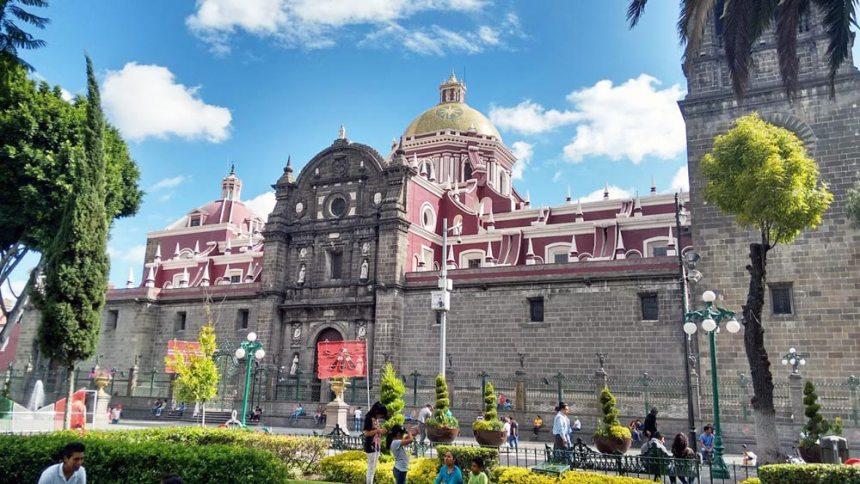 Costado de la Catedral de Puebla en el centro