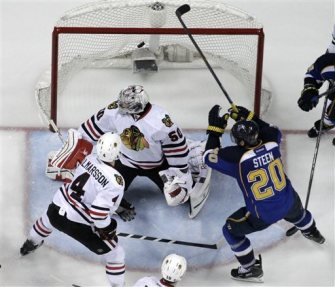 St. Louis' Alex Steen nets the game-winner early in the third overtime.