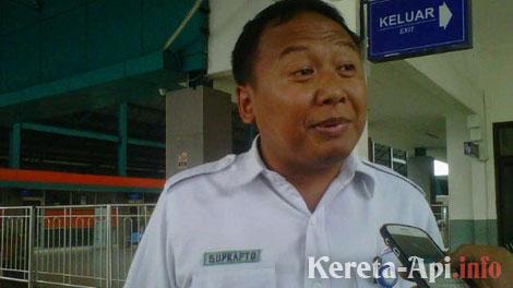Senior Manager Humas PT KAI DAOP I Jakarta, Suprapto - news.akurat.co