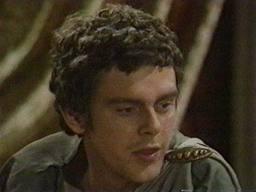 Kevin McNally realizó su debut en pantalla con el papel de Castor