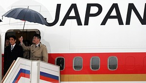 Japanese Prime Minister Shinzo Abe (L) arrives at Moscow airport on April 28, 2013. Japanese Prime Minister Shinzo Abe pledged to reset ties with Russia during the first visit by a Japanese premier to Moscow in a decade under the shadow of a festering territorial row. AFP PHOTO / YURI KADOBNOV        (Photo credit should read YURI KADOBNOV/AFP/Getty Images)