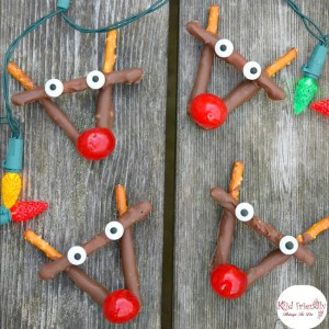 Rudolph Chocolate and Cherry Pretzel Treats for Christmas - easy to make. A fun treat for the kids and yummy for everyone! www.kidfriendlythings todo.com