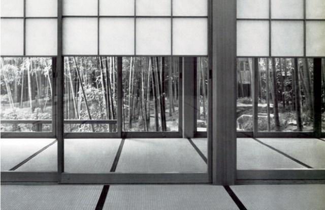 """Nhà truyền thống Nhật Bản với sự chuyển giao của không gian từ trong ra ngoài thông qua tường bằng giấy mờ. Âm hưởng """"thiền"""" trong không gian"""