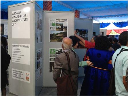 Triển lãm các đồ án được giải thưởng ARCASIA 2013. Trong ảnh là hai đồ án Nhà cộng đồng thôn Suối Rè của KTS. Hoàng Thúc Hào và đồ án Stacking Green house của KTS. Võ Trọng Nghĩa