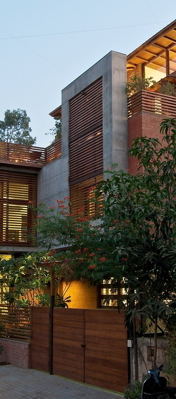 509d3d68b3fc4b56c10000cc_the-green-house-hiren-patel-architects_the_green_house_exterior_view_1