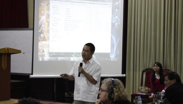 KTS Lê Lương Ngọc trình bày giải pháp thiết kế của mình với căn nhà hướng tây