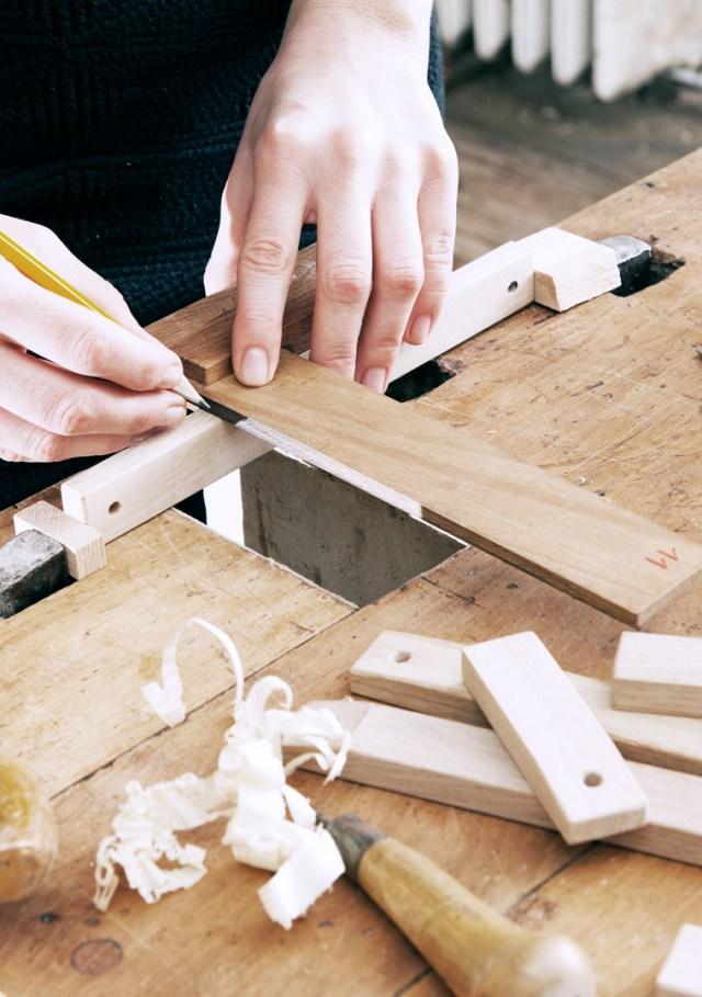 Quá trình làm việc của 2 nhà thiết kế tại xưởng gỗ