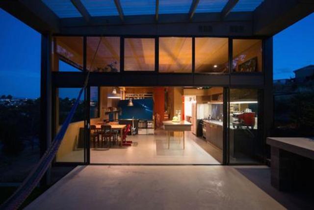 """Southern Outlet House được mô tả bởi Dingemanse như một """"nghiên cứu cụ thể về địa hình, một nhà riêng có thể tạo ra cho các lĩnh vực công cộng mang đến vai trò của kiến trúc rộng rãi hơn trong một khu vực trung tâm nhỏ bé""""."""
