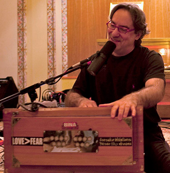 Kirtan Rabbi Andrew Hahn