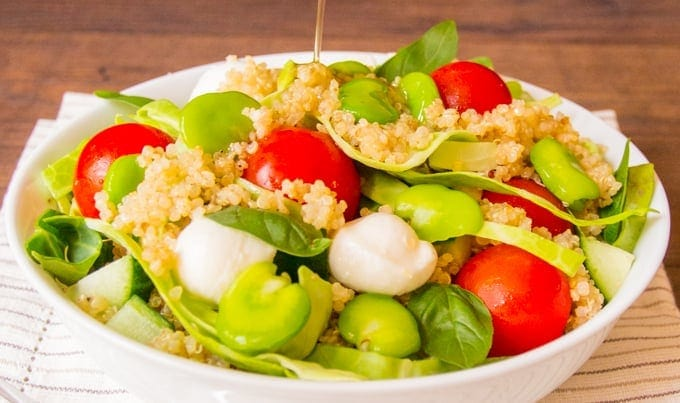 Broad bean and Quinoa Caprese Salad - healthy, simple and oh so tasty. 342 cals per serving (402 with balsamic oil dressing)!!