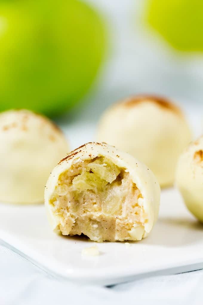 These apple pie truffles really do taste like apple pie! So delicious, and no baking required!
