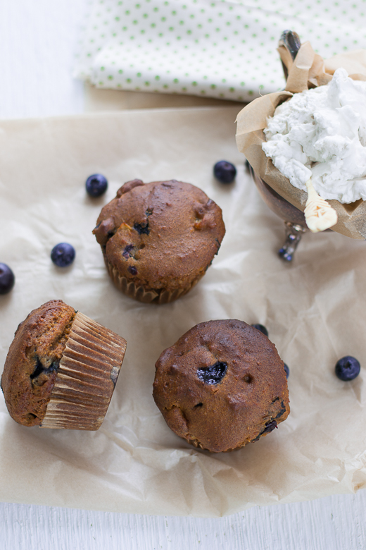 blueberry_muffins_table_cream