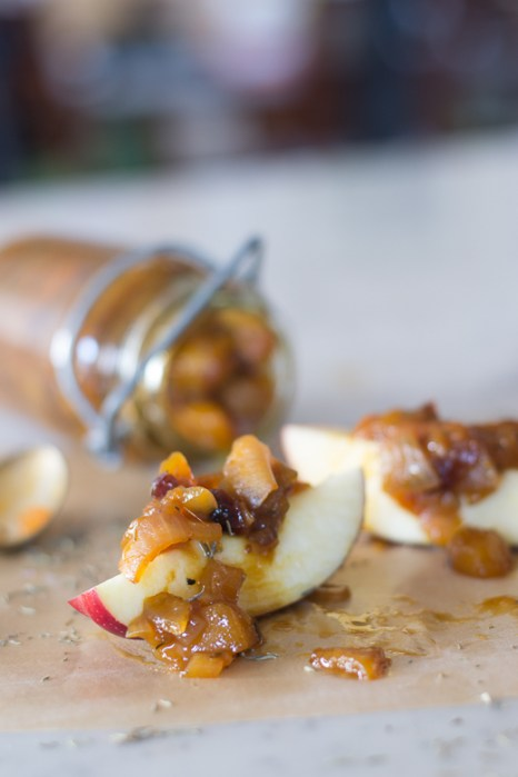 close up chutney and apples