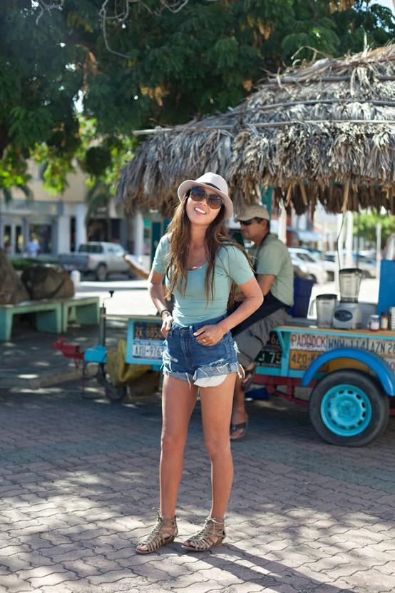 Пляжный стиль одежды 2012 — Джинсовые шорты